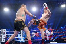搏击赛场惊现拳坛巨人被踢裆,昆仑决铜陵站成KO之夜