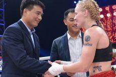 昆仑决女王击败UFC前冠军,中国拳迷见证她成长