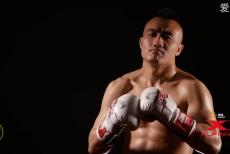 视频-冠军之路并非坦途 拳王硬汉也会有泪