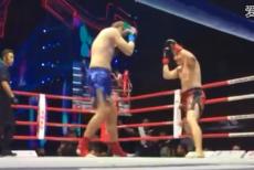 视频-世界顶级巨曽大战,中国壮汉一百秒惨遭KO