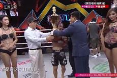 视频-张伟丽首夺昆仑决MMA女子金腰带